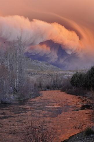 Nube de cenizas y puesta de sol